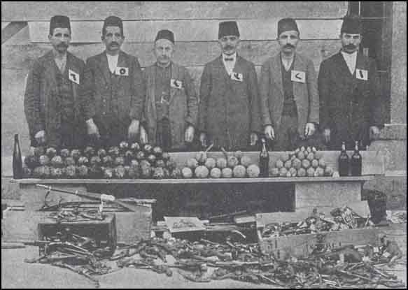 Armenian Genocide ArmenianArms_RebelPrisoners.jpg